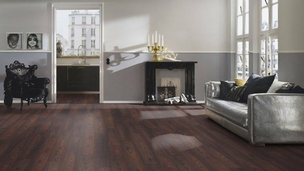 what color wood floor with dark furniture