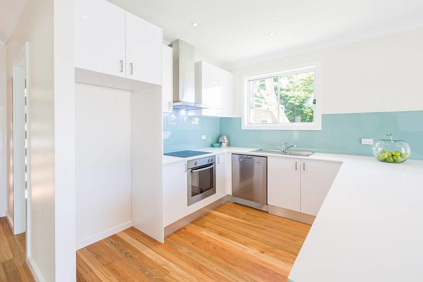 White kitchen with a blue glossy apron